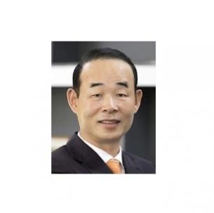 강릉고 총동문회장에 선임된 정상수(약학76) 동문