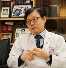 """김이수(의학79, 한림대학교성심병원) 교수 """"가장 어려울 때 찾는 사람이 의사…환자 외면말아야"""""""