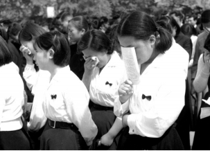 1960년 중앙대 4.19희생자 합동추모식.. '고이 잠드소서'