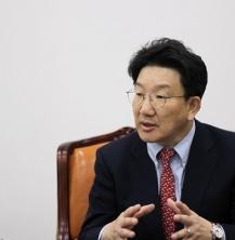 """권성동(법학80) 법제사법위원장, """"법 앞에선 누구나 평등하다"""""""
