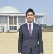 노의현(약학06) 국회입법조사관, '흰 가운을 벗고 국민의 옆에 서다'